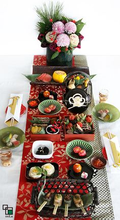 Osechi Japanese New Year Food Japanese Table, Japanese New Year, Japanese Dishes, Japanese Food, Sushi Party, Food Art For Kids, New Year's Food, Food Decoration, Table Decorations