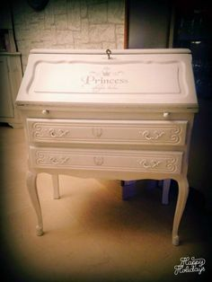 relooking Secrétaire pour Ma Princesse Hope Chest, Decoration, Shabby, Diy Furniture, Storage Chest, Henri, Facebook, Home Decor, Furniture