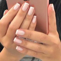 The advantage of the gel is that it allows you to enjoy your French manicure for a long time. There are four different ways to make a French manicure on gel nails. Pink Manicure, Matte Nails, Blue Nails, My Nails, Gold Nails, Matte Pink, Matte Gold, Gel Nails French, French Manicures