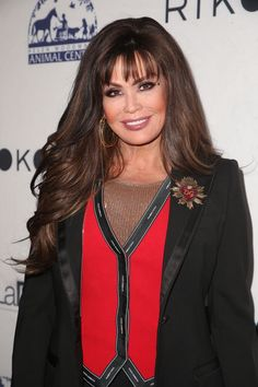 Marie Osmond Photos Photos - Marie Osmond attends Paul Mitchell School's Annual FUNraising Gala at The Beverly Hilton Hotel on May 2018 in Beverly Hills, California. Cute Dress Outfits, Cute Dresses, Marie Osmond Hot, The Osmonds, Beauty Awards, Good Music, Cool Hairstyles, Beautiful Women, Hollywood