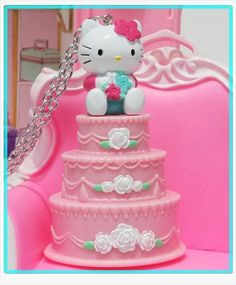hello kitty cake necklace