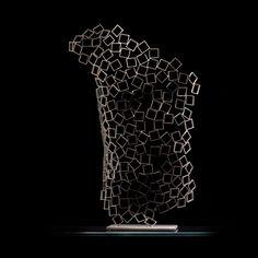 sculpture free standing -