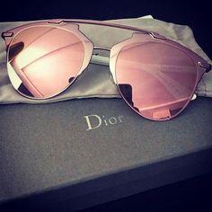 O cor de #rosa realmente está com tudo!! Até a #Dior lançou os óculos #reflected…