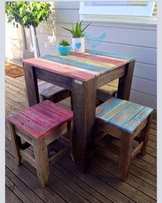 Think this would be cute as a children's table! Rustic table & stools made from hardwood fence palings. Wood Pallet Tables, Wooden Pallet Furniture, Rustic Furniture, Wood Pallets, Diy Furniture, Pallet Stool, Furniture Outlet, Discount Furniture, Garden Furniture