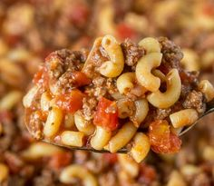 Old Fashioned Goulash - The same American goulash recipe that you grew up with. - Old Fashioned Goulash – The same American goulash recipe that you grew up with. A hearty recipe t - Elbow Macaroni Recipes, Beef Macaroni, Macaroni Casserole, Beef Casserole, Casserole Recipes, Meat Recipes, Dinner Recipes, Cooking Recipes, Dinner Ideas