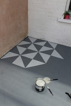 Beginning to Paint the Design - geometric white and grey. Super easy!