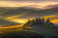 Visitare le numerose aziende toscane ci regala sempre continui stimoli e il desiderio di individuare nuove prospettive per la viticoltura regionale. Se l'a