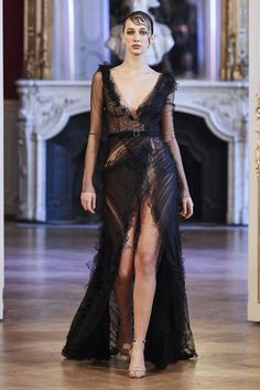 This years Paris Haute Couture Fashion Week saw designer Aleem Yusuf unvail his latest collection 'Obsession' Like a beautiful rose. 2020 Fashion Trends, Runway Fashion, Fashion News, Fashion Show, Fashion Events, Spring Couture, Haute Couture Fashion, Stunning Dresses, Couture Collection