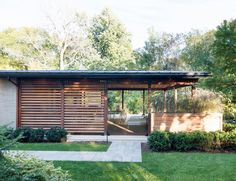 Du Tour Residence: A Contemporary 1960's Home in Canada That Retained Memories of Its Past