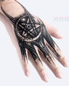 ✖️Sick hand tattoo done by the great artist ✖️I love this artist so much and you? Mandala Hand Tattoos, Butterfly Hand Tattoo, Skull Hand Tattoo, Free Hand Tattoo, Triangle Tattoos, Dark Tattoos For Men, Hand Tattoos For Women, Black Tattoos, Palm Tattoos