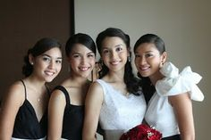 Be a with her entourage. my first black and white themed wedding :) Entourage, Bridesmaid Dresses, Wedding Dresses, Wedding Designs, Black And White, Fashion, Bridesmade Dresses, Bride Dresses, Moda