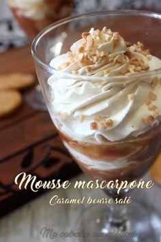 Une mousse mascarpone vanille et caramel beurre salé présentée ici en coupe et à laquelle j'ai rajouté des pommes cuites pour une note plus fruitée.