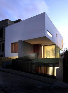 Hanging Home / Chris Briffa Architects Residential Architecture, Amazing Architecture, Contemporary Architecture, Interior Architecture, Installation Architecture, Concrete Architecture, Minimal Architecture, Contemporary Homes, Modern Minimalist House