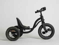 Triciclo Kamikaze - The Triciclo Kamikaze isn't your typical tricycle. Forget about the traditional training wheels for little ones, this ride looks more like a motori. Little Man, Little People, Little Ones, Toys For Boys, Kids Toys, Boy Toys, Velo Tricycle, James Perse, Kids Corner