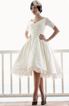 Wedding Dress Idea, changed my mind I want short, full skirted, flowy, and girly, oh and inexpensive.  I want to feel happy, alive, liberated, and still beeautiful, plus I want my wedding to be as comfortable and relaxed as possible, no need for the over sized insane dresses that Ill be fussing over for the whole night, and a bill that I will be fussing over for a few years!