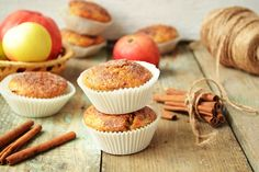 Complete muffin mixes are sold in grocery stores. You can make the muffin mixes as is, or add ingredients of your own to jazz the muffins up a bit. For example, a can of corn can be added to a corn muffin mix to give the muffins an authentic corn flavor. Streusel Muffins, Applesauce Muffins, Apple Cinnamon Muffins, Cinnamon Apples, How To Make Waffles, How To Make Cake, Cake Mix Muffins, Pizza Muffins, Muffin Mix