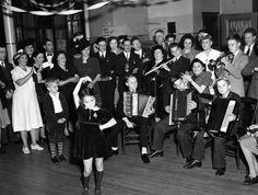 (11369) UAW, Women's Auxiliary, Celebrations, 1940s