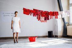 """""""AKTY"""" Aurora Lubos zrealizowała w oparciu o prawdziwe historie osób dotkniętych przemocą w rodzinie."""