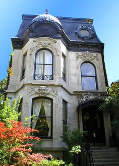 BJB Properties - 509 W. Wrightwood - Lincoln Park Chicago Apartment Rental- why I love Chicago, old & pretty buildings Classic Architecture, Victorian Architecture, Futuristic Architecture, Beautiful Architecture, Beautiful Buildings, Beautiful Homes, Architecture Design, Chicago Apartment, Cute House