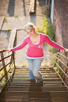 senior pictures ideas for girls | senior girl photography {posing ideas} / senior  On barn stairs?!?
