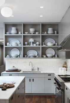 handles for kitchen cabinets open shelves light grey kitchen cabinets Kitchen And Bath, New Kitchen, Kitchen Dining, Kitchen Decor, Kitchen Things, Country Kitchen, Kitchen Ideas, Dining Room, Kitchen Shelves