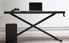 X-Table er et nyt hæve-/sænkebord fra danske KiBiSi  link: www.holmris.dk