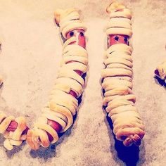 Halloween mummies - Halloween Mumien - easy to prepare. 2 different styles 😃  #halloween #halloweenfood #halloweenfun #mummies #mumie #sausage #würstel #wurst #frankfurter #snack #fingerfood #instafood  #massloskochen #creepy #blätterteig #cooked #foodblogger #partyfood #halloween2016 #homemade #mummy #foodie #viennablogger #delicous