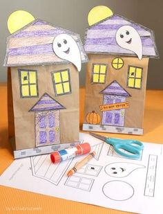 Halloween Craft Haunted House Haunted House Craft - Paper Bag Fun fall craft activity for Halloween or October. Perfect to take home goodies from a Halloween Party or to carry home a fall craft. Casa Halloween, Halloween Class Party, Halloween Themes, Kindergarten Halloween Party, Halloween Classroom Decorations, Halloween Witches, Halloween Halloween, Holiday Activities, Craft Activities