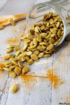Graines de potimarron grillées au curcuma et curry | MllePrune