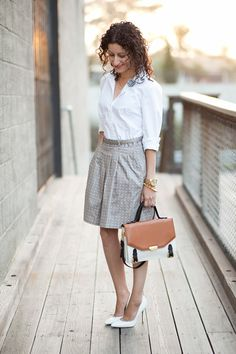 via http://www.alterationsneeded.com The photos above feature the Pleat Front Dot Skirt in size P0 and Essential Shirt  in size PXS. The skirt caught my eye for it's full silhouette, simple print, and special details, namely pockets and belt loops (because who doesn't hate shimmying their belts back in place all day?). #TheLimited #Petites #BlogStyle  The Limited Petites - Alterations Needed