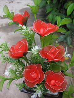 Đóa hoa hồng làm bằng voan dâng cho sự nhiệt thành và tăng niềm cảm hứng cho tổ ấm của bạn. Với một chút nước hoa cho căn phòng ngủ nồng hơi ấm và chút tác nhân khác, những bữa tối khó quên giữa bạn và chàng đang chờ đón --- Giá: 145,000đ - Mã số: VH-69