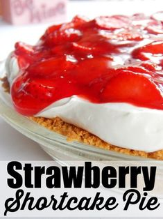 Strawberry shortcake pie is a decadent dessert filled with yummy strawberry shortcake goodness. Make this with fresh strawberries. Strawberry Shortcake Recipes, Strawberry Recipes, Strawberry Glaze, Strawberry Sweets, Pie Recipes, Dessert Recipes, Dessert Ideas, Caramel Recipes, Pastry Recipes