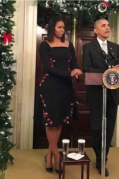 December 2016 The First Lady Michelle Obama wore a black Tanya Taylor dress featuring floral embroidery down the sides for her and President Obama's final holiday party at the White House. Michelle Obama Fashion, Michelle And Barack Obama, Michelle Obama Black Dress, Dame Chic, Durham, American First Ladies, American Women, American History, Native American