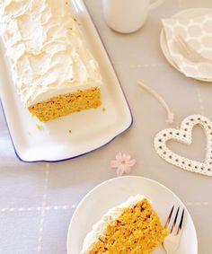 Möhrenkuchen, Rüblikuchen, Carrot Cake oder doch Karottenkuchen - Egal wie man ihn auch nennt, dieses Rezept ist besonders saftig und ohne Zucker