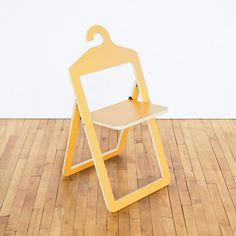 Deze stoel hang je zo weer zo weer op Roomed | www.roomed.nl