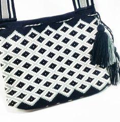 #Manoslibre #wayuu #swarovski #Eliwayuubags  #arte #tradicion & #color  #momentos #magia  #gift #love #trends #handfree #ethnic  #craft #crochet #etsy #winter #instamode #fashion #adiction #entrepreneur #photooftheday #Colombia #Usa #México #Brasil #Francia #China Eli Whatsapp:  3006388348