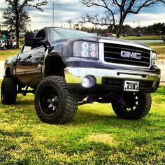 Lifted GMC Sierra Duramax Love the smell of diesel! Lifted Chevy Trucks, Gm Trucks, Cool Trucks, Pickup Trucks, Truck Memes, Chevy C10, Chevy Pickups, Lifted Ford, Chevrolet Impala