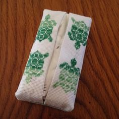 """Pochette à mouchoirs en papier, broderie """"tortue"""""""
