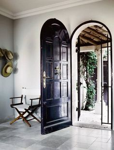 French Riviera foyer // black door