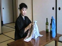 """How to use Furoshiki by Junko Tsutsumi """" Wine bottle wrapping """""""