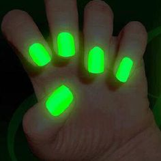 Cool and easy ways to get glow and the dark nails - The most beautiful nail designs Dark Nail Polish, Dark Nails, Glow Nails, Fun Nails, Neon Green Nails, Super Nails, Dream Nails, Cute Nail Designs, Trendy Nails