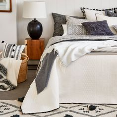 Image 2 of the product GEOMETRIC DESIGN COTTON QUILT AND CUSHION COVER