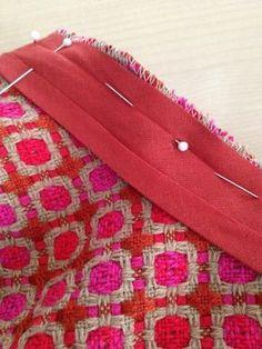 The best DIY projects & DIY ideas and tutorials: sewing, paper craft, DIY. DIY Women's Clothing : Tuto : Comment poser un biais en guise de parementure - Créations by-iaoraNanou -Read Coin Couture, Couture Main, Couture Sewing, Sewing Hacks, Sewing Tutorials, Sewing Patterns, Sewing Tips, Techniques Couture, Sewing Techniques
