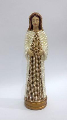 Nossa Senhora Grávida com pérolas 22 cm Finding Treasure, Work Inspiration, Christian, Pattern, Craft Ideas, Diy And Crafts, Religious Pictures, Sculptures, Xmas