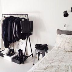 Fancy Pin von Sandra Harris auf All things gray and or grey Pinterest Kleiderregale Schrank und Kleiderst nder