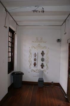 H73-J59 : Instalación con agua, injectores, cuadros, ranita, plotter.  Exposición Hank Herron/Joan Casas. galería neebex.  Hoy hasta las 6 pm.  Entrada libre y gratuita.