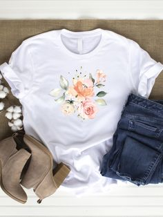 A beautiful white, gray or black t-shirt with flower print. Great to wear in spring or summer. With this shirt you bring happiness and lightness into your everyday life. It takes you out into nature to the next cornfield. Super wearable in high-waist style. You can wear it in your free time or use it for your next sport or yoga session.   You can choose if you want your shirt made of organic cotton or conventional cotton.   The shirt is machine washable and easy to clean. Chic Outfits, Spring Outfits, Teen Girl Fashion, Womens Fashion, Flower Power, Unisex, T Shirts For Women, Clothes For Women, Flower Prints