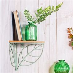 Refresh the home and bring the outdoors in with this wire corner shelf. Taking a vintage interior twist on botanical motifs, this decorative storage solution brings together pastel green leaf shapes with a natural wood effect. Wooden Corner Shelf, Wall Mounted Corner Shelves, Decorative Storage, Small Storage, Wire Rack Shelving, Pressed Flowers Frame, Wire Basket Storage, Starburst Mirror, Jewelry Hanger