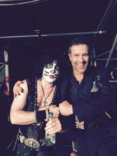 Mosso de gira con Kiss.