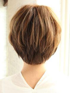 軽やかショートヘアスタイル